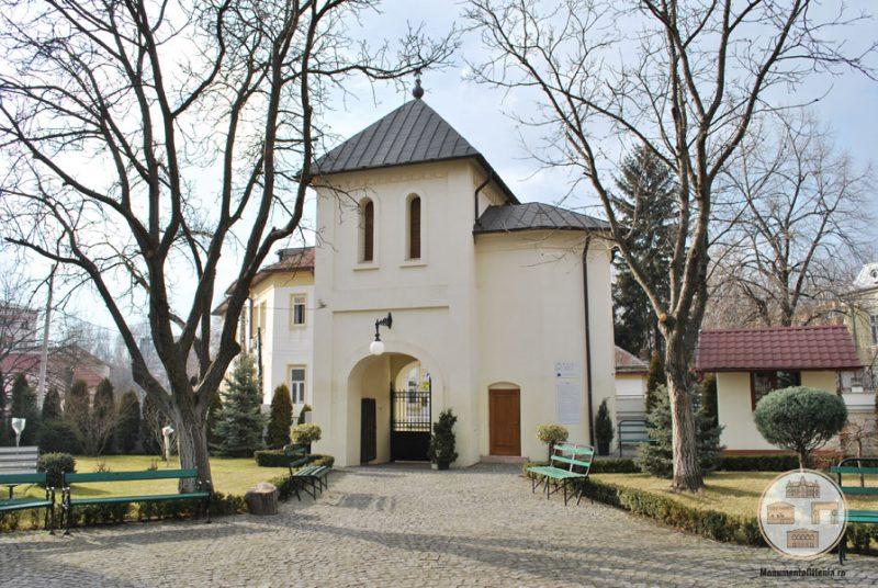 Biserica Sf Nicolae Amaradia Belivaca, Craiova - turn de intrare