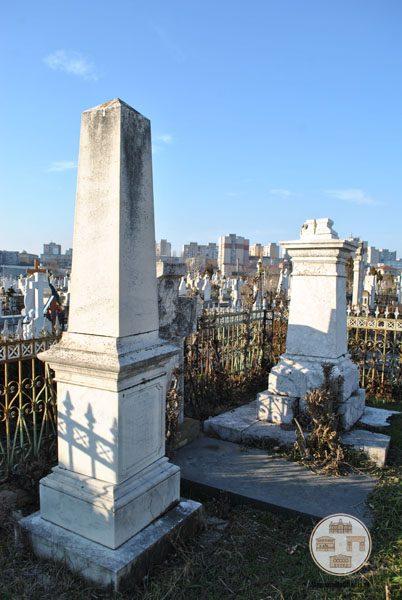 Platul familiei Stoilov-Greceanu din cimitirul Sineasca din Craiova